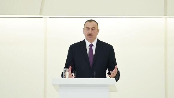 Ильхам Алиев принял участие в официальном приеме по случаю 93-й годовщины со дня рождения общенационального лидера Гейдара Алиева и 71-й годовщины Победы над фашизмом - Sputnik Азербайджан