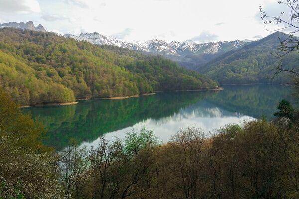 Озеро Гейгель образовалось в результате разрушительного землетрясения, произошедшего близ Гянджи 30 сентября 1139 года - Sputnik Азербайджан