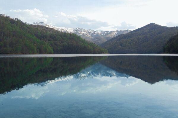 По мнению многих исследователей озеро имеет ледниковое происхождение - Sputnik Азербайджан