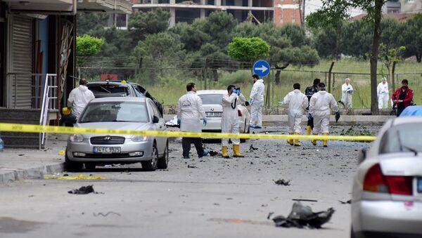 В районе Самандыра в азиатской части Стамбула взорвался заминированный автомобиль - Sputnik Азербайджан