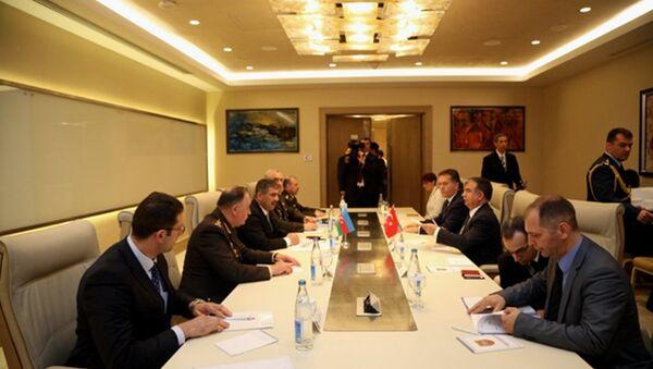 Встреча министров обороны Азербайджана и Турции - Sputnik Азербайджан