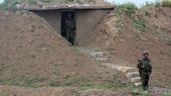 Азербайджанские военнослужащие на боевом посту. Архивное фото - Sputnik Азербайджан