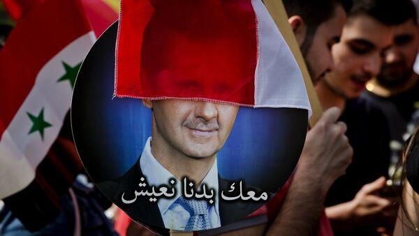 Плакат с изображением президента Сирии Башара Асада - Sputnik Азербайджан