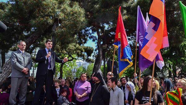 В Грузии были подняты флаги сепаратного арцаха и курдистана - Sputnik Азербайджан