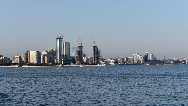 Вид на Баку с бульвара Белый город - Sputnik Азербайджан