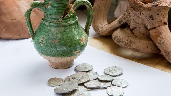 Археологи обнаружили клад серебряных монет, сообщили в инфоцентре Кpымcкий мocт - Sputnik Азербайджан
