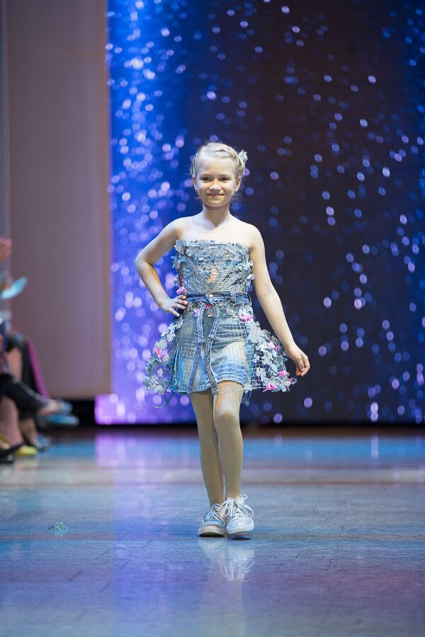 В рамках BakuFashionWeek состоялся показ детской коллекции под названием Somnia азербайджанского дизайнера Гюллюм Асадуллаевой - Sputnik Азербайджан