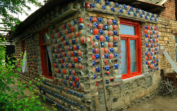 Дом, построенный в 1985 году, в 1993 был продан хозяином новым владельцам, а в 1999 году его купил супруг нынешней хозяйки дома Тараны Алескеровой - Sputnik Азербайджан