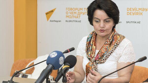 Геренфиль Дюньямингызы, преподаватель Бакинского Государственного Университета - Sputnik Азербайджан
