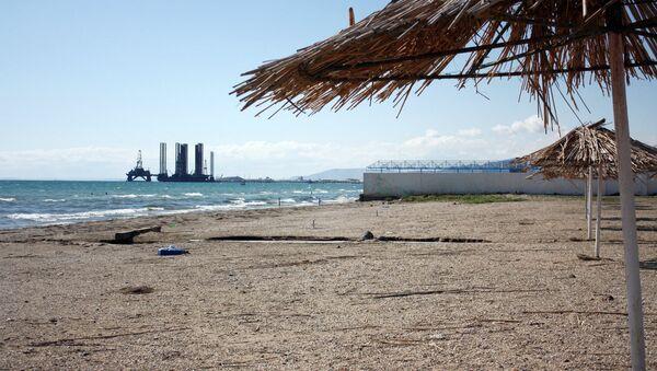 Один из бакинских пляжей. Архивное фото - Sputnik Азербайджан