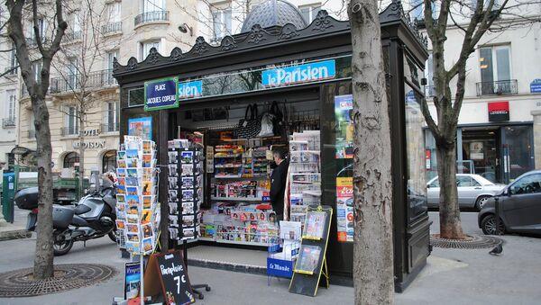 Газетный киоск в Париже - Sputnik Азербайджан