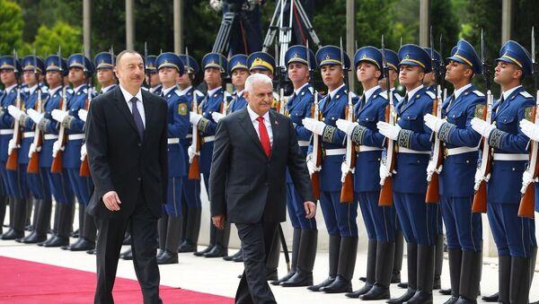 Президент Азербайджана Ильхам Алиев и премьер-министр Турции Бинали Йылдырым - Sputnik Азербайджан