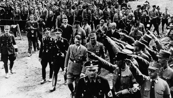 Nürnberqdəki nümayişdə fəxri qarovul Adolf Hitleri salamlayır. 13 sentyabr 1933-cü il - Sputnik Azərbaycan