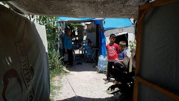 Мальчик в лагере для беженцев в городе Османие, Турция - Sputnik Азербайджан
