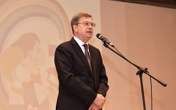 Посол России в Азербайджане Владимир Дорохин выступает на церемонии подведения итогов Олимпиады - Sputnik Азербайджан