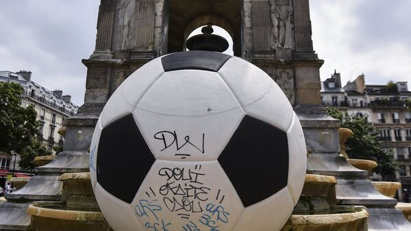 Подготовка к чемпионату Европы по футболу в Париже - Sputnik Azərbaycan