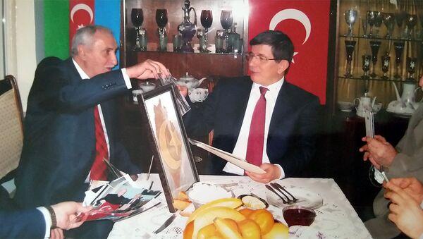 Türkiyənin o vaxtkı xarici işlər naziri Əhməd Davudoğu Fizuli Hüseynovun qonağıdır - Sputnik Azərbaycan