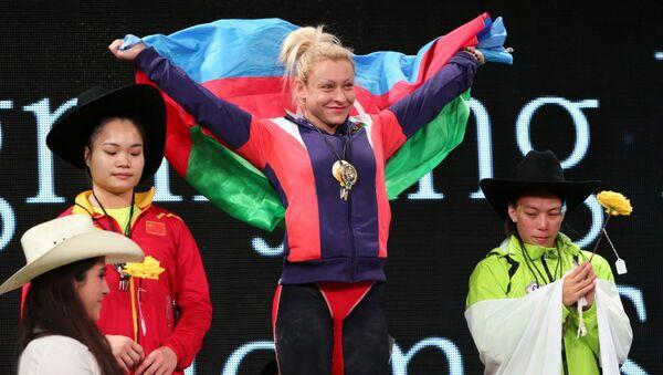 Азербайджанская и болгарская тяжелоатлетка, чемпионка мира, трёхкратная чемпионка Европы Боянка Костова - Sputnik Азербайджан