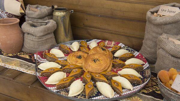 Шор гогал, пахлава, шекер бура – традиционные азербайджанские сладости - Sputnik Азербайджан