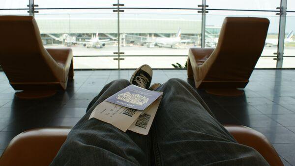 Пассажир в аэропорту. - Sputnik Азербайджан