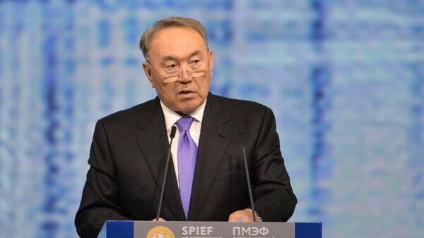 Президент Республики Казахстан Нурсултан Назарбаев выступает на пленарном заседании На пороге новой экономической реальности - Sputnik Azərbaycan