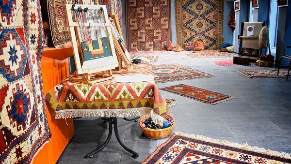 Восточные ковры ручной работы - фестиваль в крепости Рабат - Sputnik Азербайджан