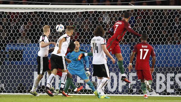 Матч между Португалией и Австрией в группе F чемпионата Европы по футболу - Sputnik Азербайджан