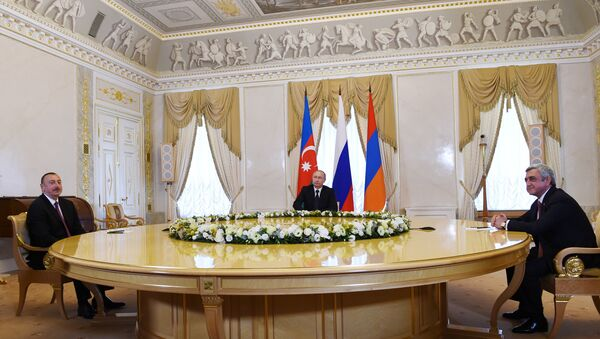 Президент России Владимир Путин, президент Азербайджана Ильхам Алиев и президент Армении Серж Саргсян во время встречи в Санкт-Петербурге - Sputnik Азербайджан