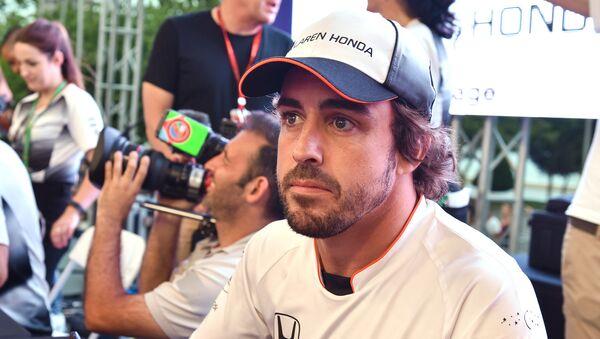 Фернандо Алонсо пилот команды McLaren Honda  - Sputnik Азербайджан