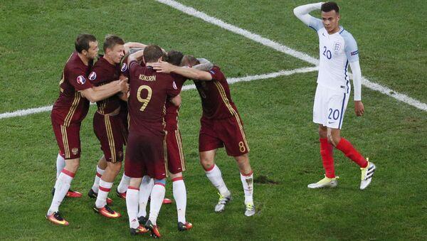 Сборная России по футболу во время матча с Англией - Sputnik Азербайджан