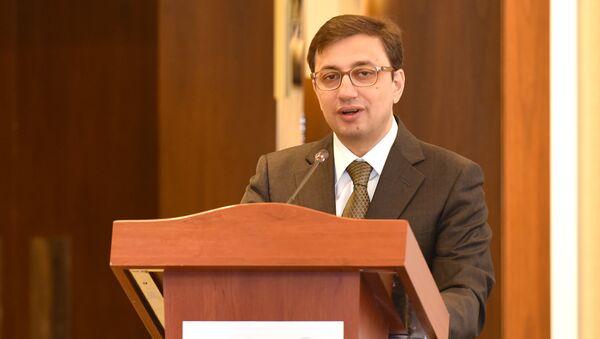 Председатель Совета директоров Палаты надзора за финансовыми рынками Руфат Асланлы - Sputnik Азербайджан