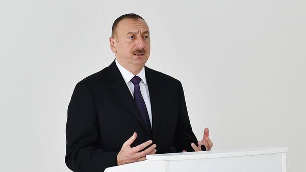 Prezident İlham Əliyev hərbçilərlə görüşdə çıxış edir - Sputnik Azərbaycan
