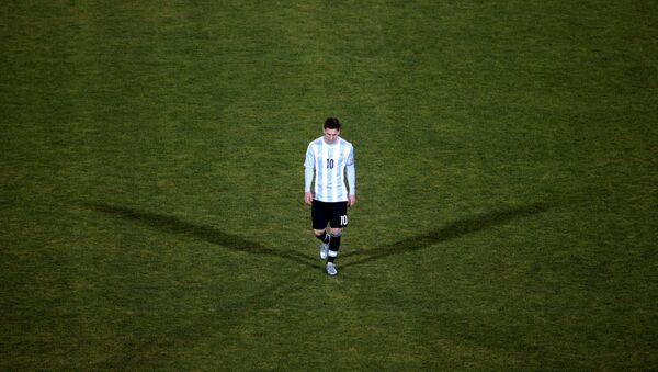 Lionel Messi Çili yığmasına qarşı oyundakı məğlubiyyətdən sonra - Sputnik Azərbaycan