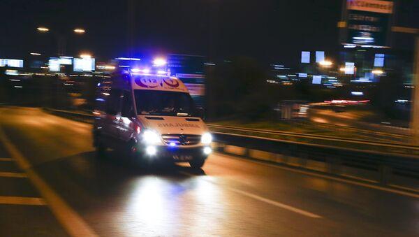 Карета скорой помощи следует в стамбульский аэропорт Ататюрк - Sputnik Азербайджан