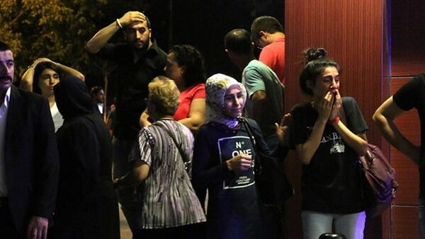Atatürk aeroportunda insanlar partlayışdan sonra - Sputnik Azərbaycan