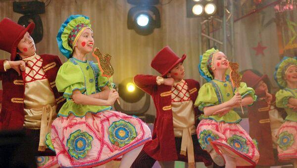 Народный ансамбль танца Бисеринки города Набережные Челны. Архивное фото - Sputnik Азербайджан