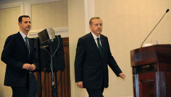 Rəcəb Tayyip Ərdoğan və Bəşər Əsədin görüşü. 7 iyun 2010, İstanbul - Sputnik Azərbaycan