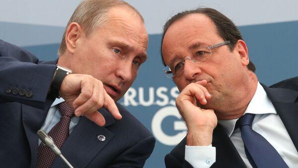 Президент РФ Владимир Путин и президент Франции Франсуа Олланд. Архивное фото - Sputnik Азербайджан