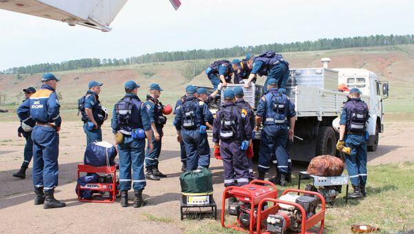 Поиск пропавшего в Иркутской области самолета Ил-76 МЧС России - Sputnik Азербайджан