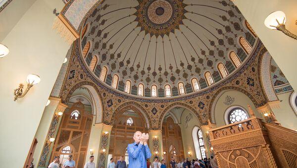Праздничный намаз в мечети Тезе Пир. Архивное фото - Sputnik Азербайджан