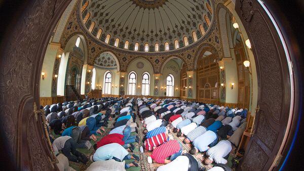 Праздничный намаз в мечети Тезе Пир - Sputnik Азербайджан