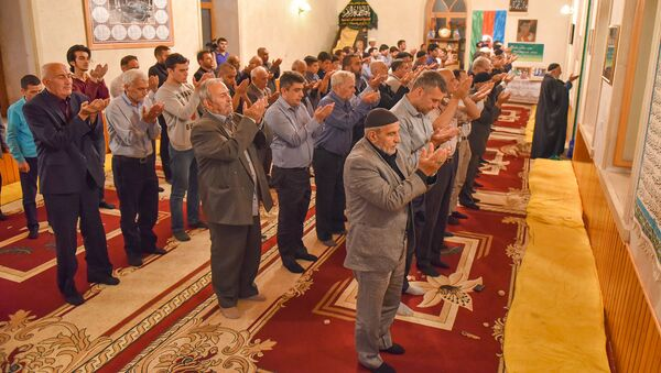 Намаз в мечети - Sputnik Азербайджан