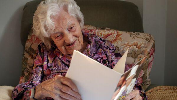 Старейшая жительница Великобритании Глэдис Хупер - Sputnik Азербайджан