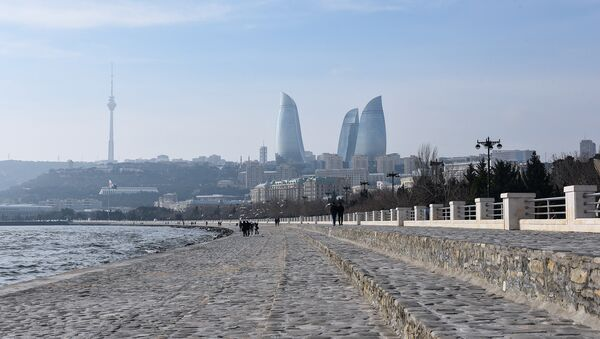 Вид на телебашню и Flame Towers с бакинского бульвара - Sputnik Азербайджан