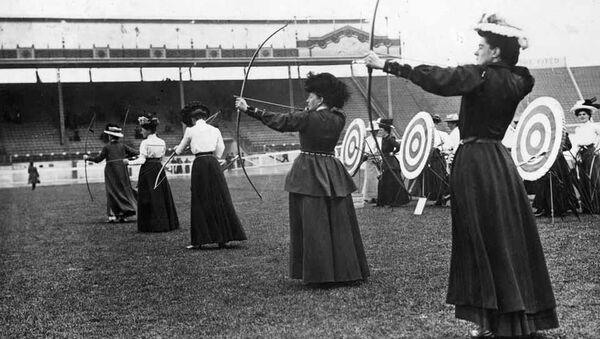 15 июля 1908 года. Женщины-лучники на летних Олимпийских играх в Лондоне - Sputnik Азербайджан