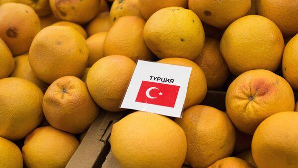 Турецкие мандарины в одном из магазинов Омска - Sputnik Азербайджан