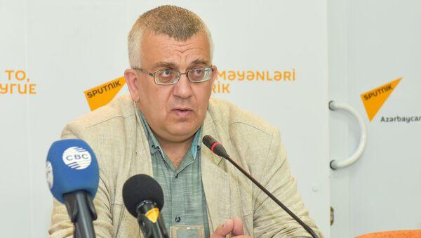 Политолог Олег Кузнецов в Мультимедийном пресс-центре Sputnik Азербайджан - Sputnik Азербайджан