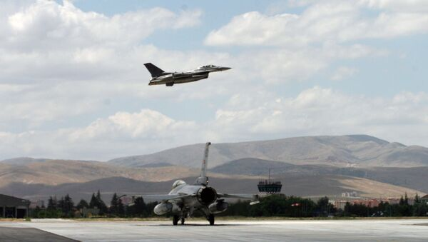 Истребители турецких ВВС F-16. Архивное фото - Sputnik Азербайджан