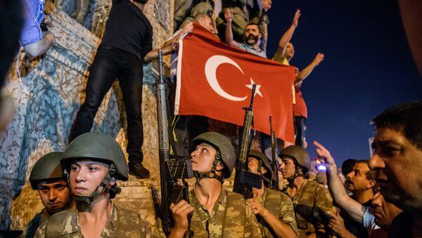 Турецкие солдаты на площади Таксим - Sputnik Azərbaycan