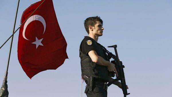 Турецкий полицейский, архивное фото - Sputnik Азербайджан